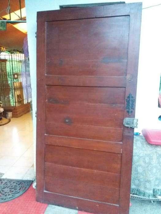 Puerta en Cedro Caqueteño