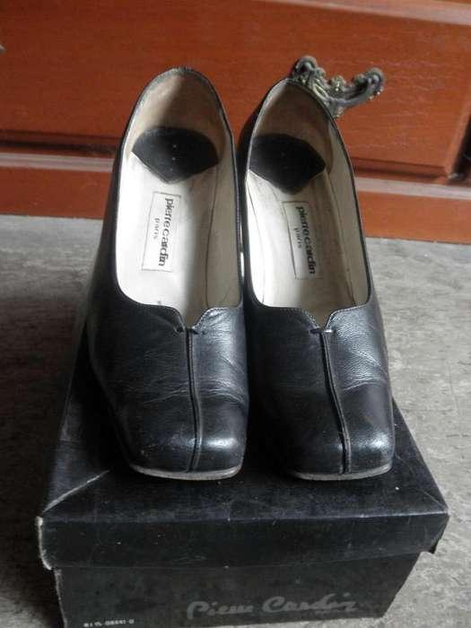 Vendo Zapatos PIERRE CARDIN, para dama, usados, estado aceptable. Talla 35. Color negro, puro cuero.