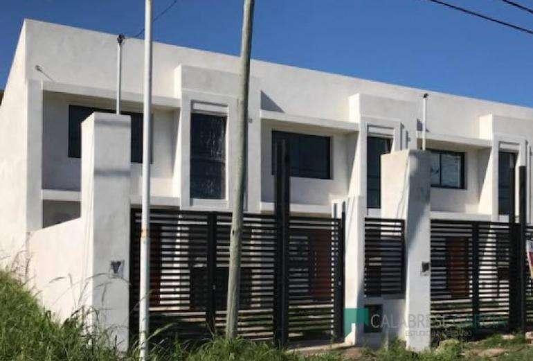 Se vende Duplex a Estrenar zona La Madrid casi Gobernador Crespo