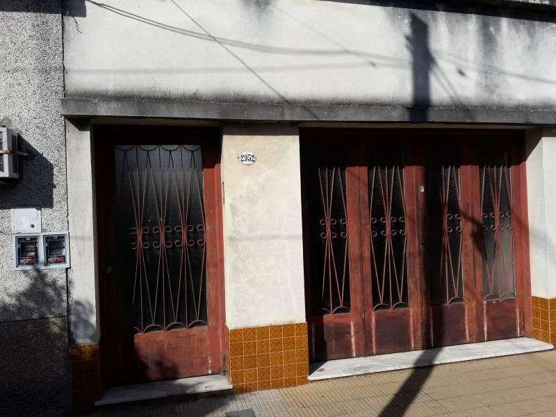 CASEROS-Casa 4 ambiente con jardín y garage