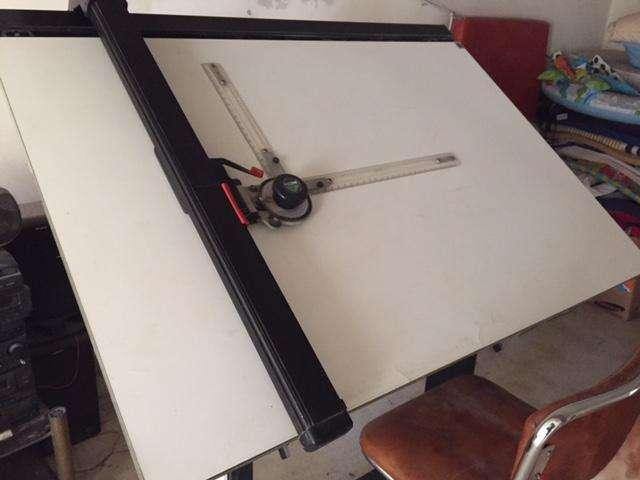 Vendo Tablero Profesional marca Pizzini con silla giratoria y lámpara
