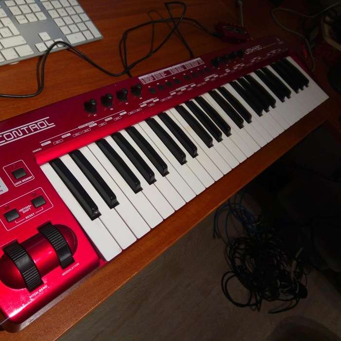 Controlador MIDI Behringer UMX 490 interfaz UCA222