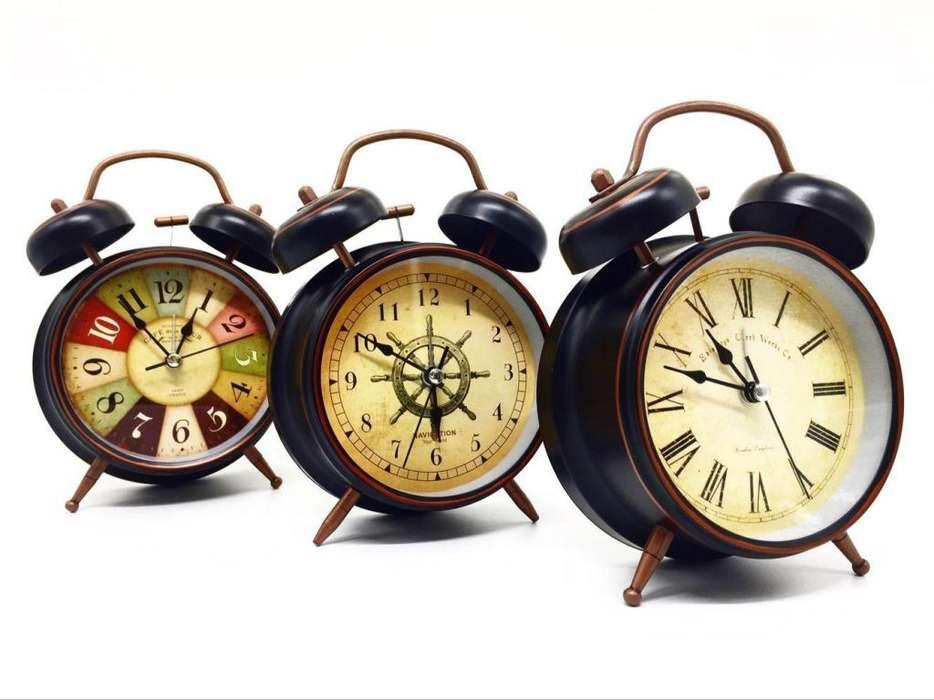 Reloj De Metal Despertador Alarma Luz Vintage