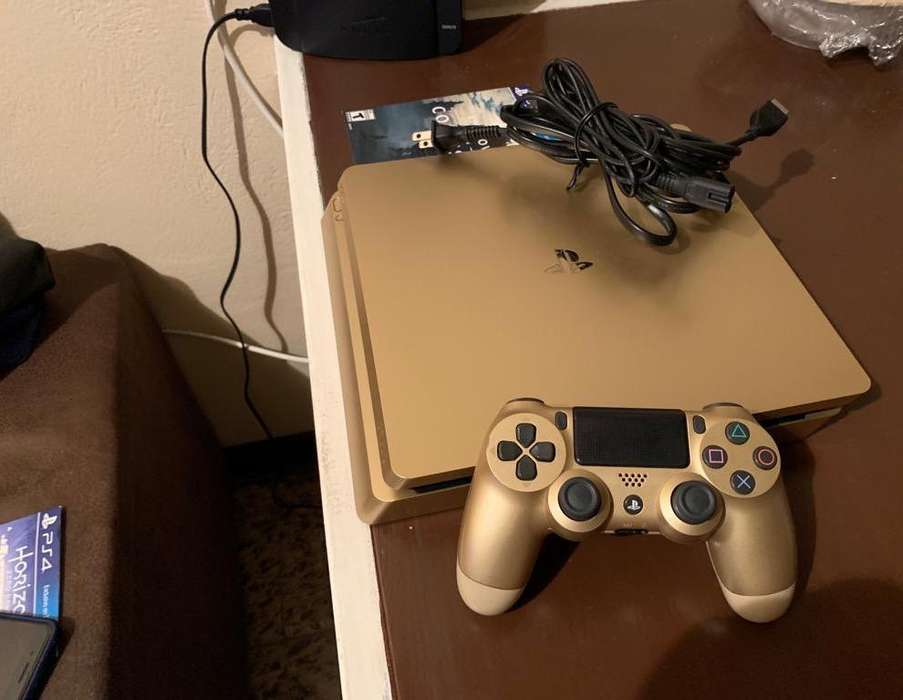 Play Station 4 Gold Limited Edition