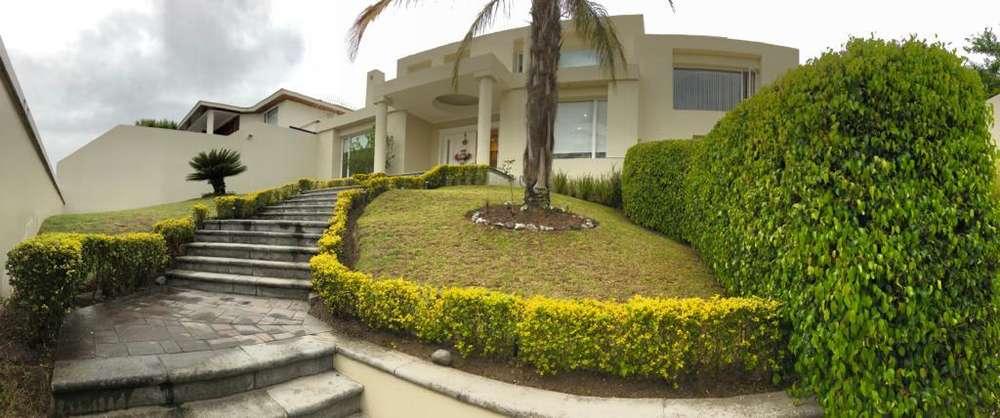 Urb. Rincón del Valle, rento casa, 425 m2 constr. 820 m2 terr., 3 dorm. con baño