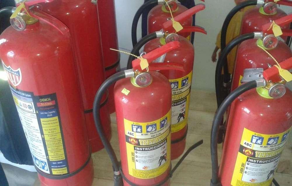 Carga de extintores, plan de emergencia, ropa de trabajo, calzado industrial