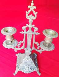 Antiguo Candelabro doble de bronce trabajado con sello