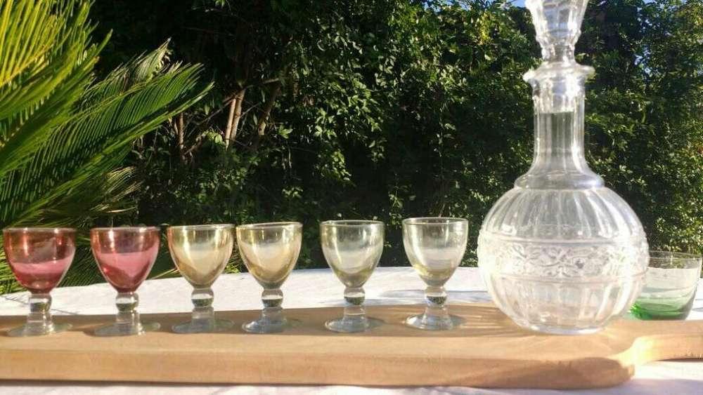 Juego Botella Licorera con <strong>copas</strong> de licor