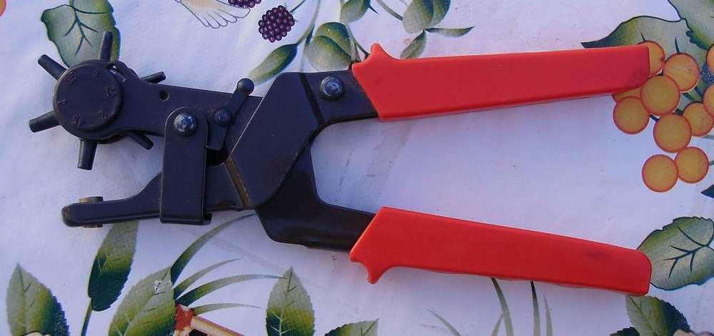 Pinza sacabocado de acero con mago antideslizante y Pistola de pegar, de regalo planchas de goma eva
