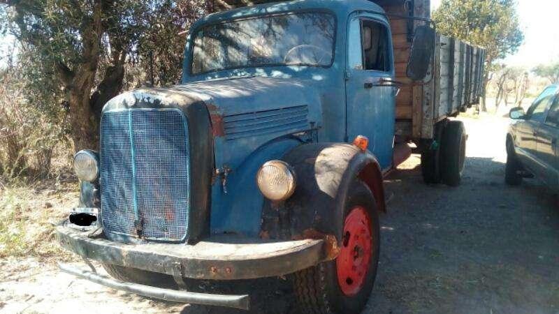 VENDO CAMIN MERCEDES Benz 312