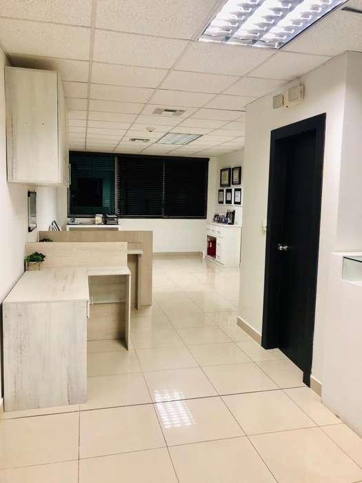 Renta, Alquiler oficina en Samborondon Office Center con parqueo