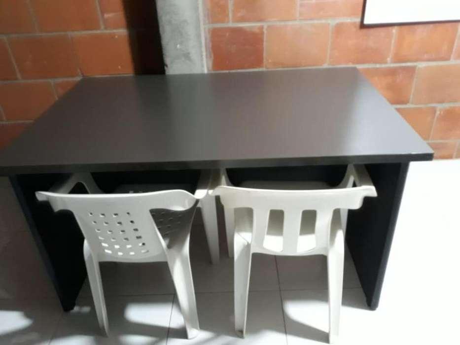 <strong>escritorio</strong> con 3 siilas
