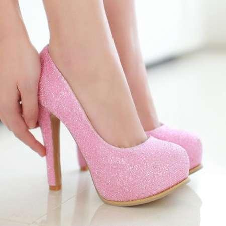 solicito trabajo de mesera o asesora en ventas de calzado o ropas