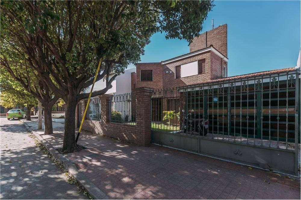 Se vende casa 4 dormitorios , Bº El trébol,Córdoba
