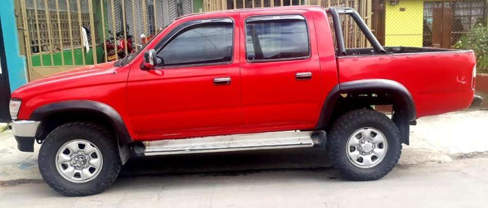 Toyota Hilux 2000 - 290000 km