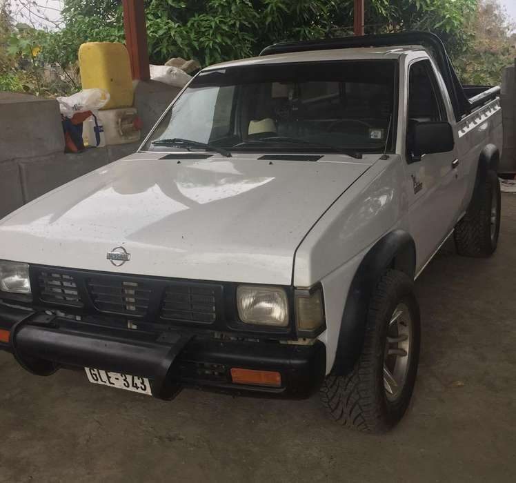 Nissan Pick-Up 1999 - 130000 km