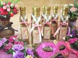 Licores Artesanales en botellas personalizadas.