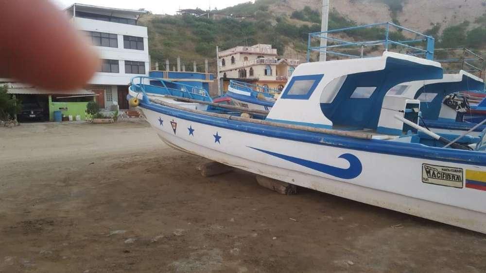 Embarcación con Motor Fuera de Borda