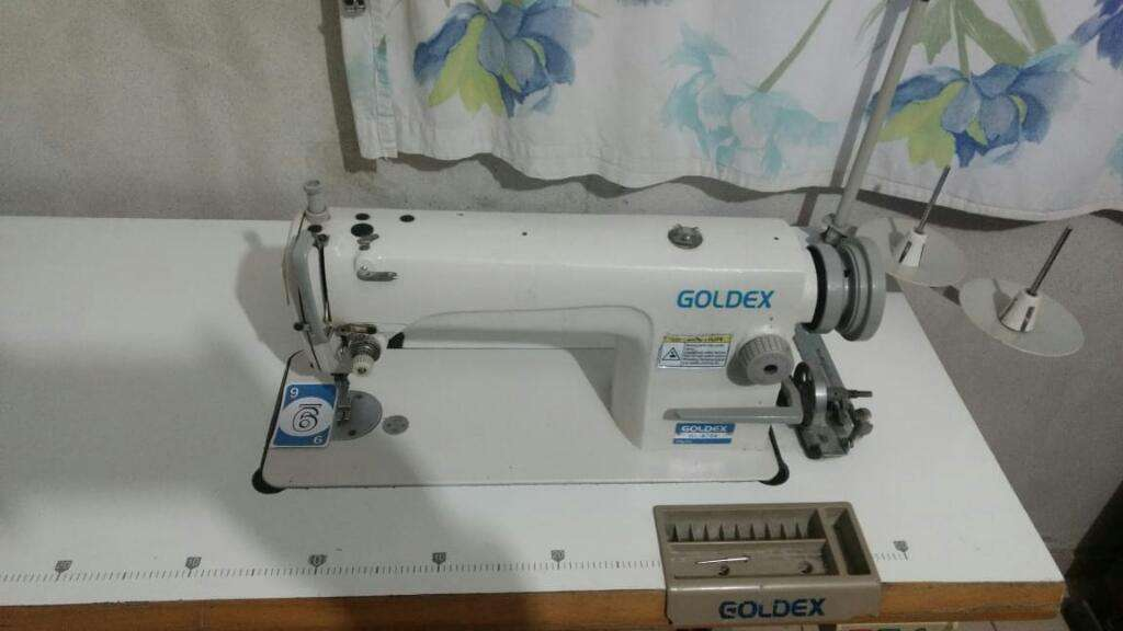 Maquina de Coser Goldex