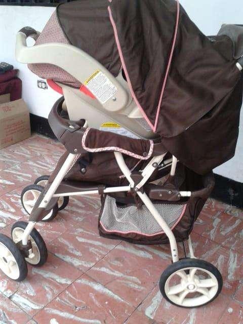 Coche con porta bebe o silla para el carro de Niña