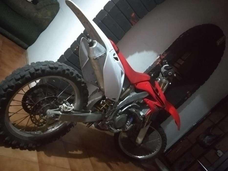 vendo o cambio moto <strong>honda</strong> crf 450 año 2007, el cambio seria con una moto de calle..