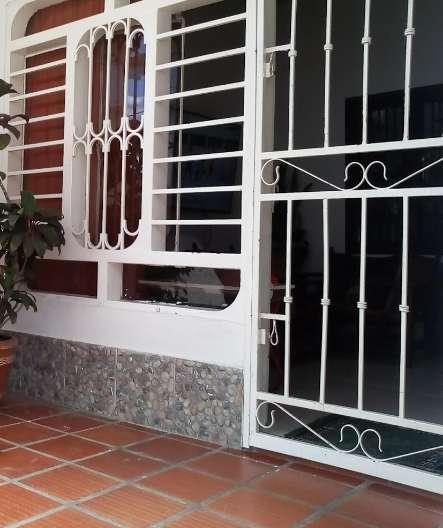 Se Vende: Dos ventanas, puerta y reja