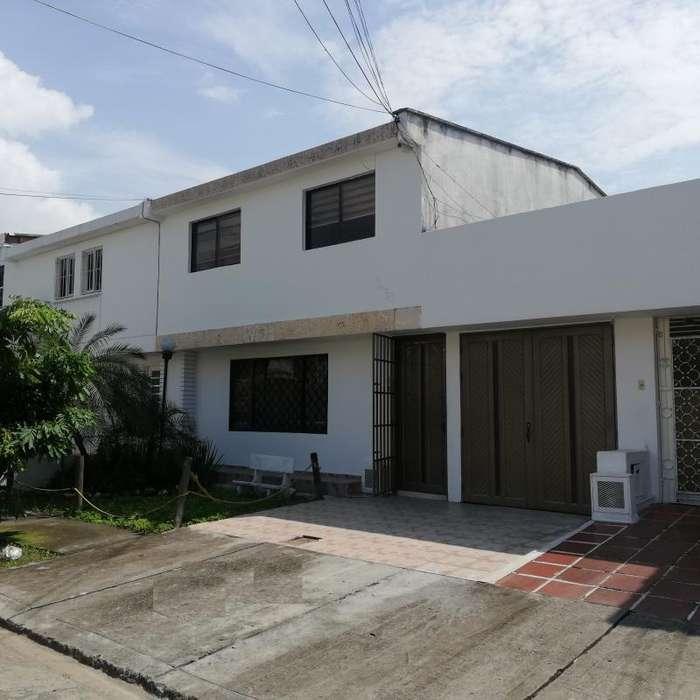 Cod. VBSHI-275 Casa En Venta En Cali Urbanización La Flora