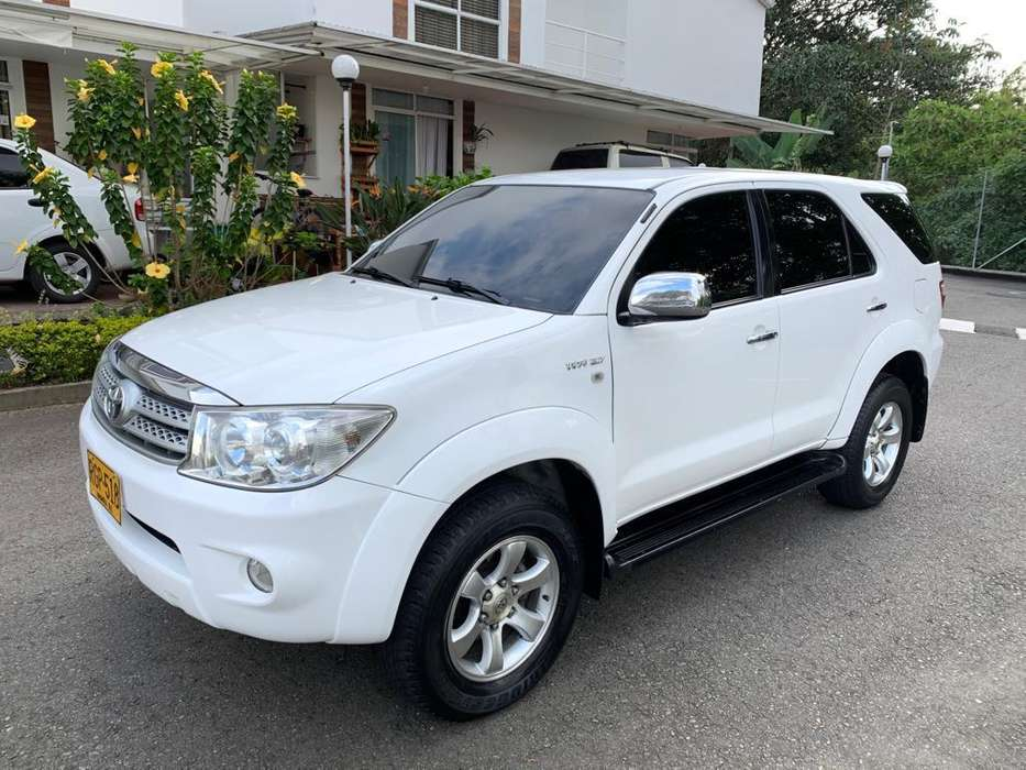 Toyota Fortuner 2011 - 125000 km