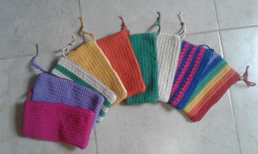 Cartucheras artesanales a crochet