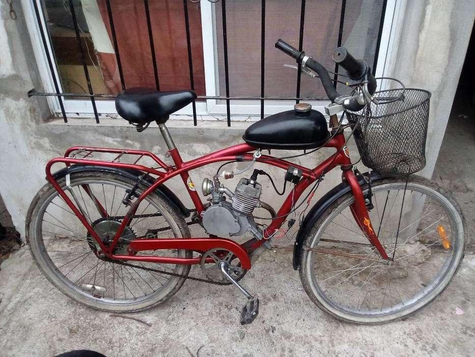 Bisi Moto andando Exelente