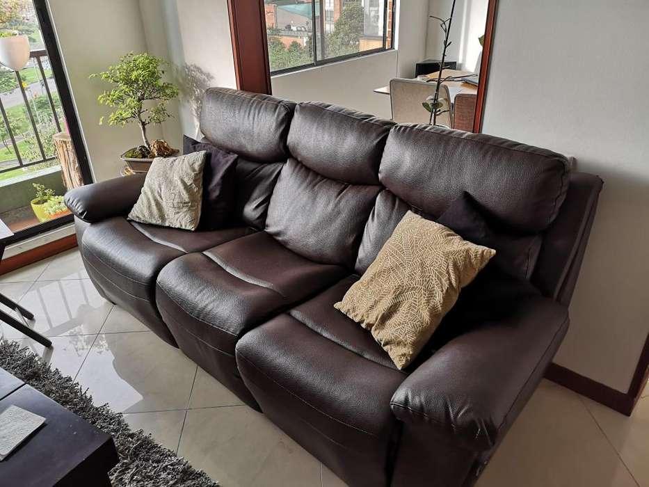 Sofa de tres puestos reclinable en excelentes condiciones