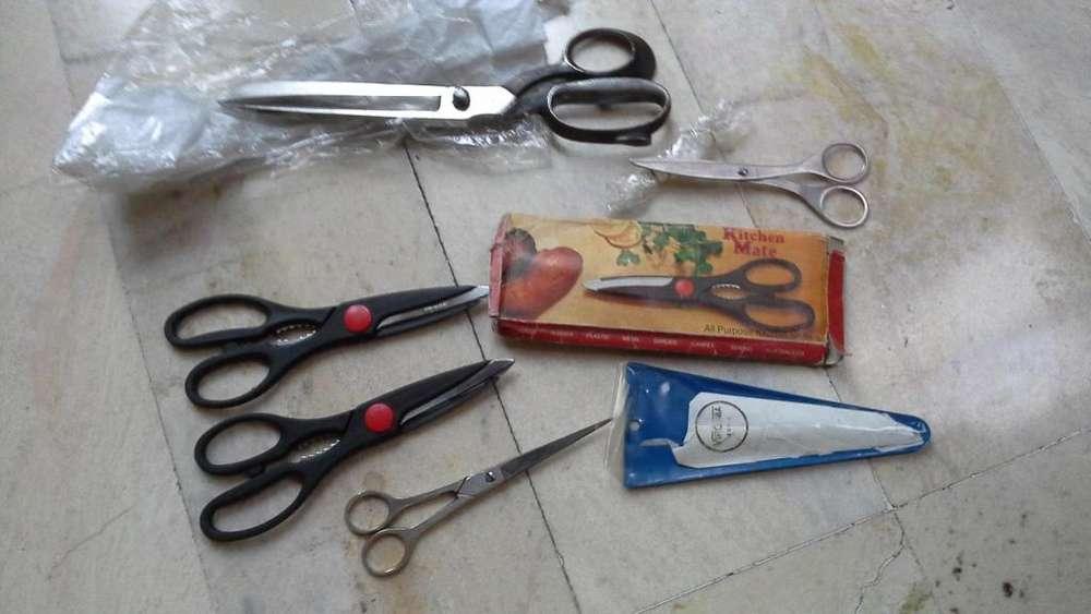 Vendo tijeras varias: sastre, modista, peluquería, de cocina para vegetales y carnes, de papel