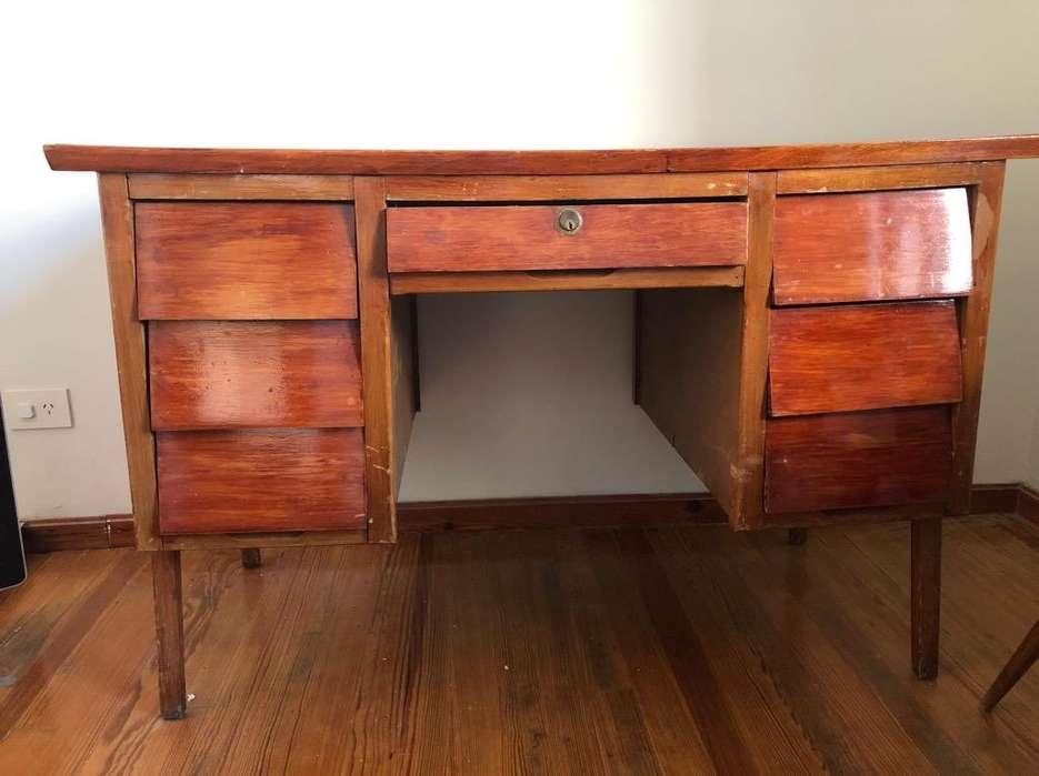 Antiguo <strong>escritorio</strong> de Madera