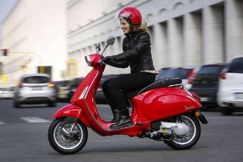 Vendedora en Moto