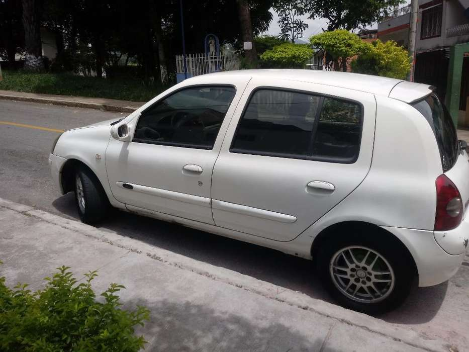 Renault Clio  2004 - 164000000 km