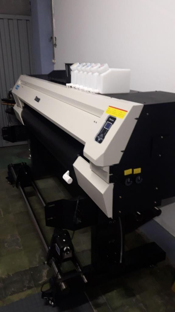 Plotter Impresora de Gigantografia Alta Resolución Formato 1.50  6 Colores