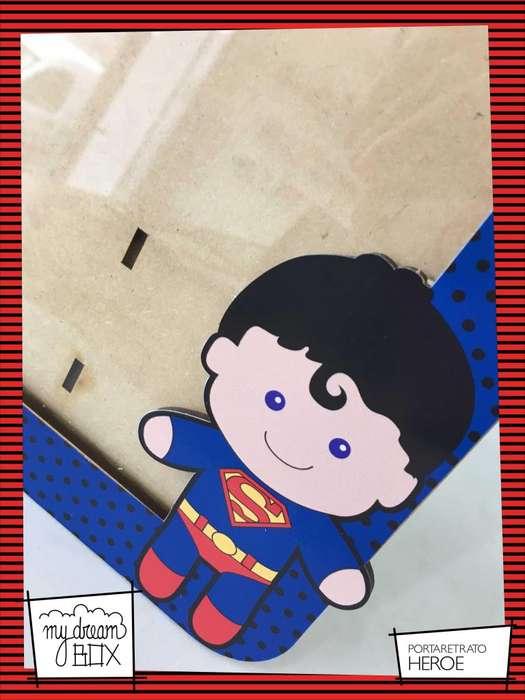 Portaretrato de 13x18 cm Souvenir Evento Infantil Heroes Superman Hombre Araña Cumpleaños