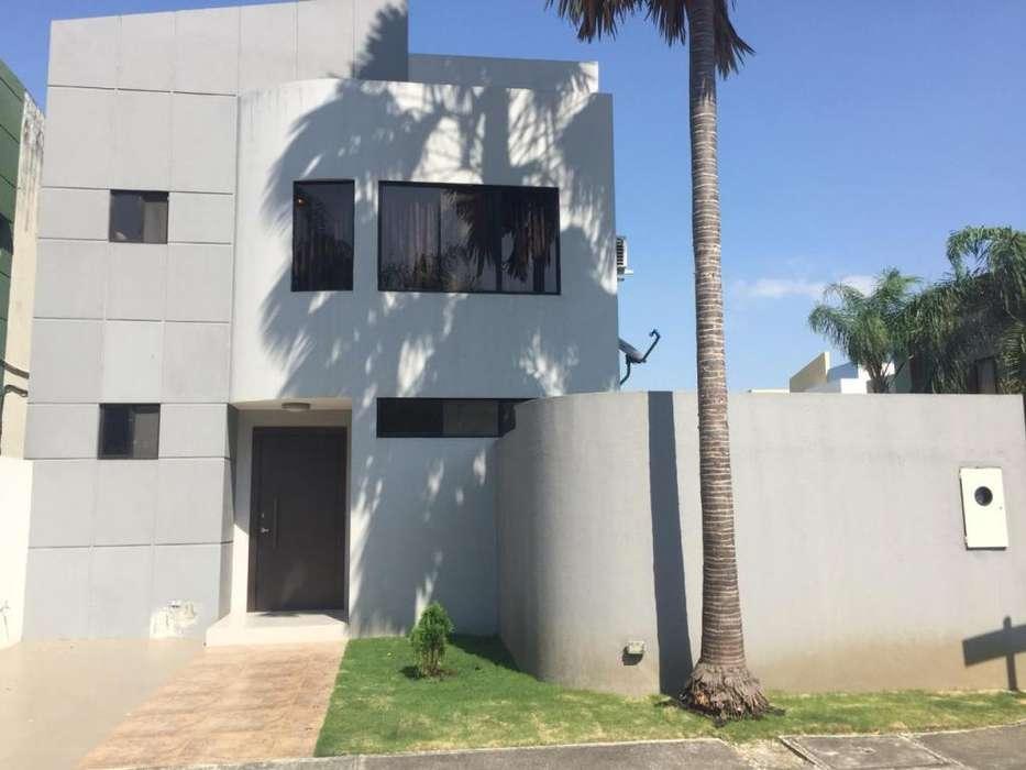 Casa en alquiler en Matices, frente al centro comercial El Dorado