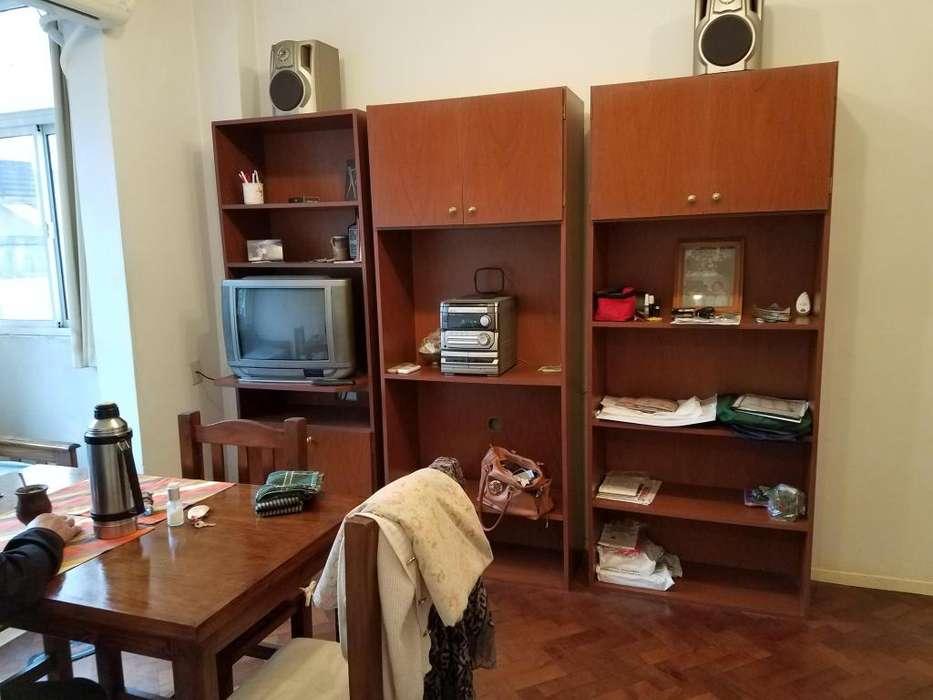 Vendo tv, equipo de música y modulares, auxiliar para bebidas y platos.
