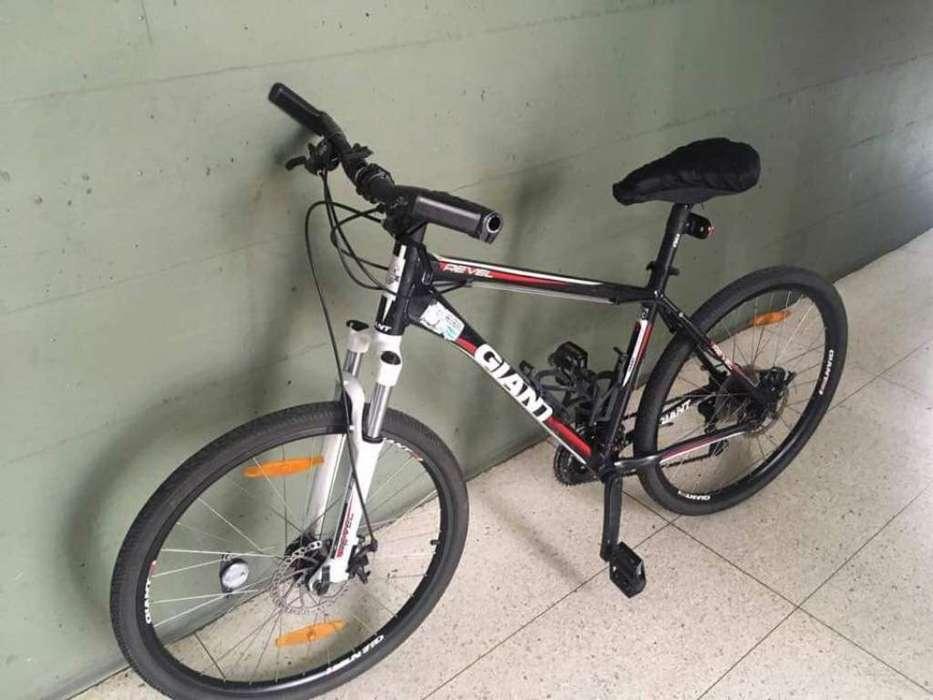 <strong>bicicleta</strong> Giant Revel 3
