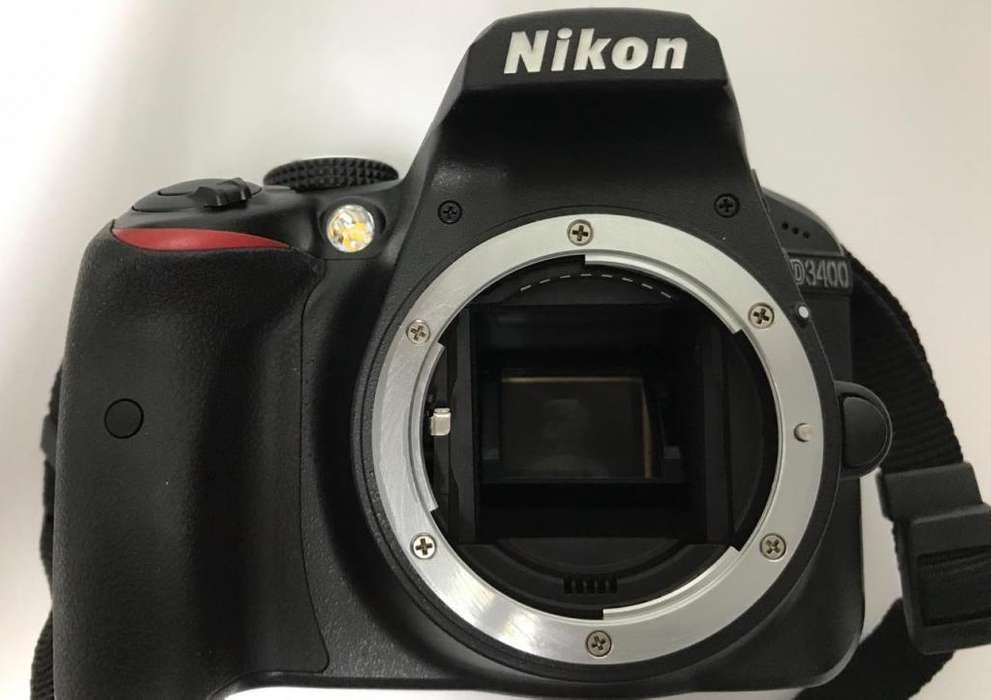 Camara NikonD3400Memoria32GEstuche