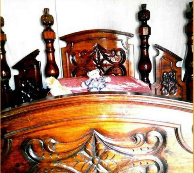 Cama Torneada Tallada,madera de Pinotea.