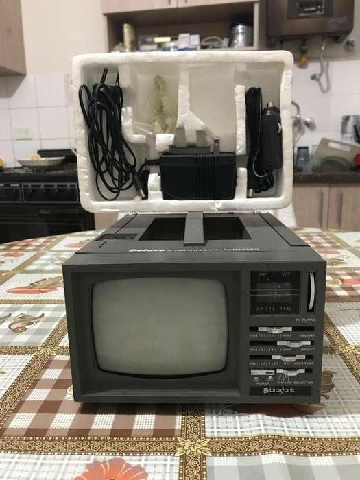 Televisor Deluxe 5 Portable B/w Tv Am/fm Radio, Excelente!!