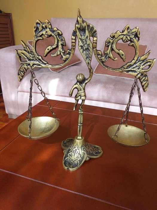 Antigua Balanza de bronce