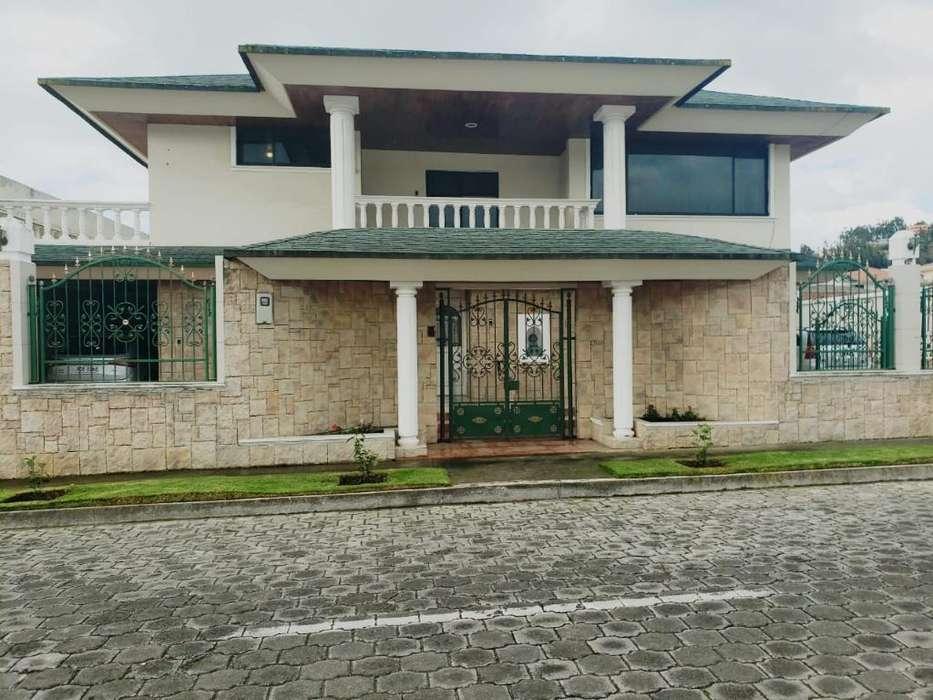 Casa de Venta Locoa!!! Espectacular residencia con piscina, sauna, turco en la mejor zona residencial de Latacunga