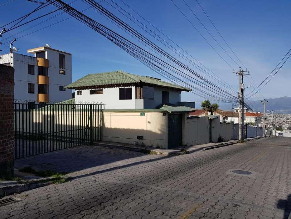 Casa y Terreno en Venta calle el Capri Sector Carcelén Terminal del Norte