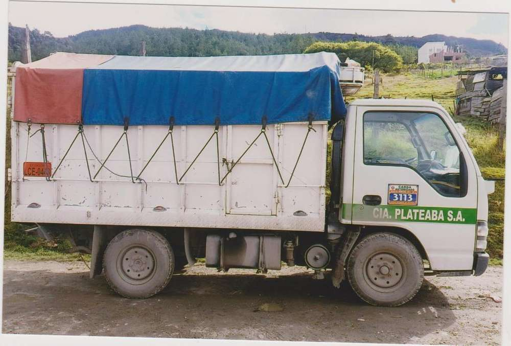 Servicios de transporte dentro y fuera de la ciudad de Loja.