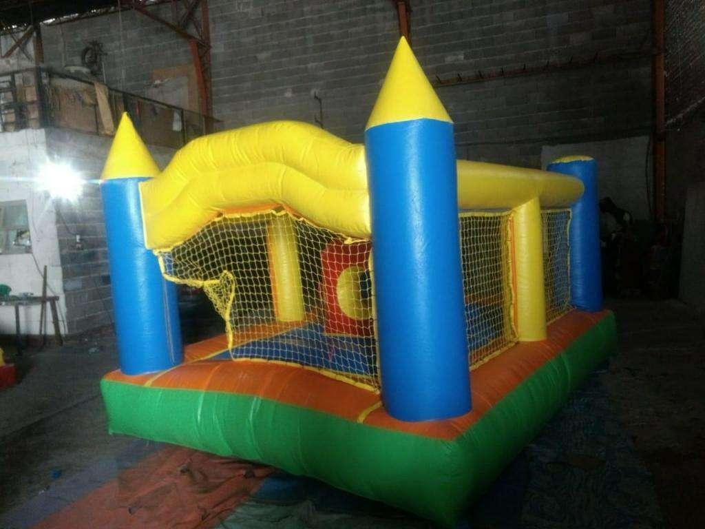 Vendo castillo inflable 3x4mt. okm con arco de frente. Muy bueno