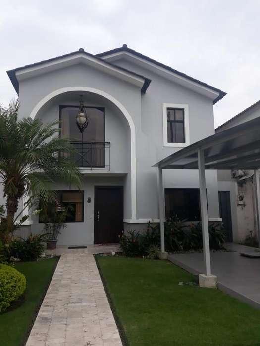 Alquiler de Casa en Urb. Ciudad Celeste, Via Samborondon, cerca de Plaza Batan
