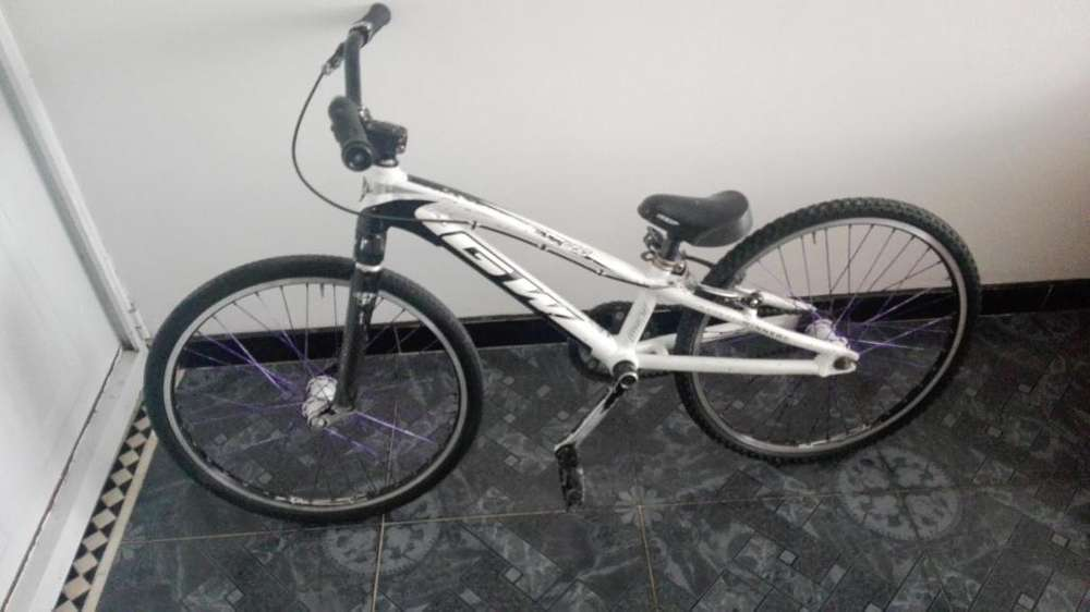 Bicicleta de bmx GW mini